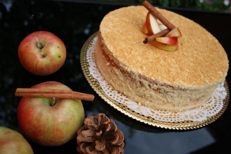 Осенний Яблочный Торт с Карамельным Муссом и Корицей